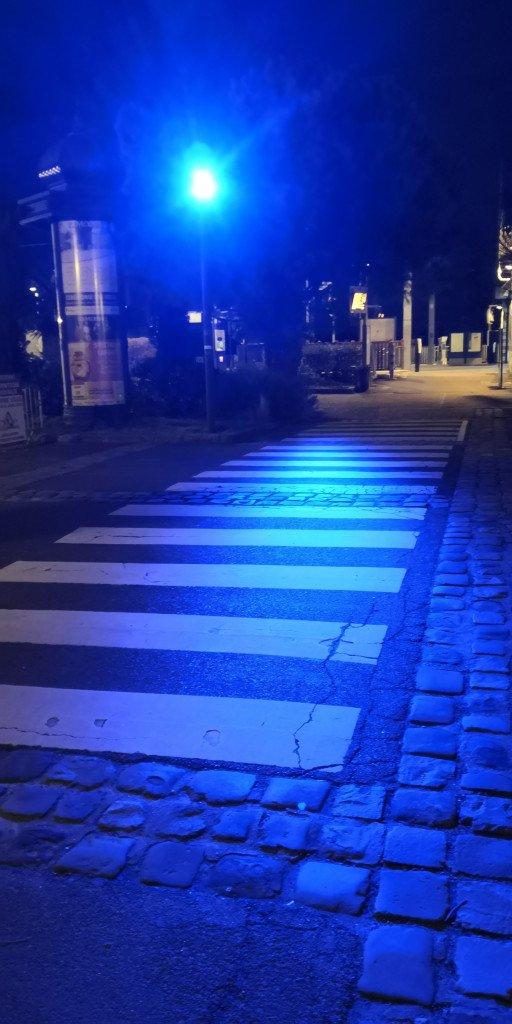 Eclairage bleu passage pieton gare louveciennes